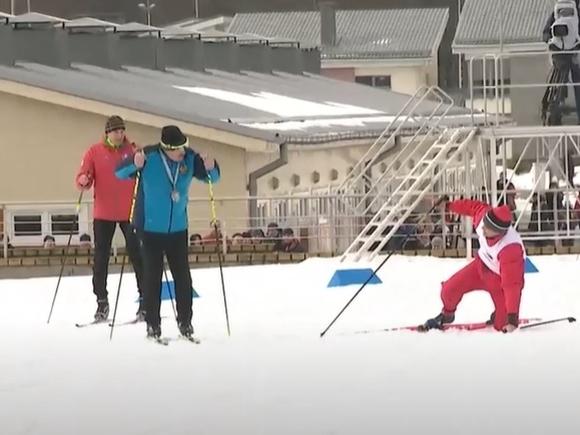 Белорус трижды упал, чтобы не обогнать Лукашенко на лыжах
